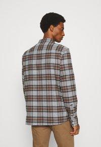 Lyle & Scott - BRUSHED CHECK - Overhemd - mid grey marl - 2