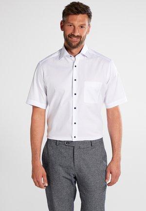 MODERN FIT - Shirt - weiß