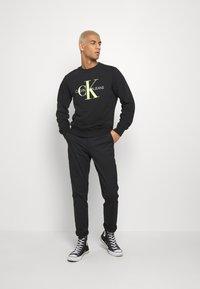 Calvin Klein Jeans - SLIM  - Chinos - black - 1