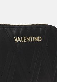 Valentino Bags - PEPA - Lommebok - nero - 3