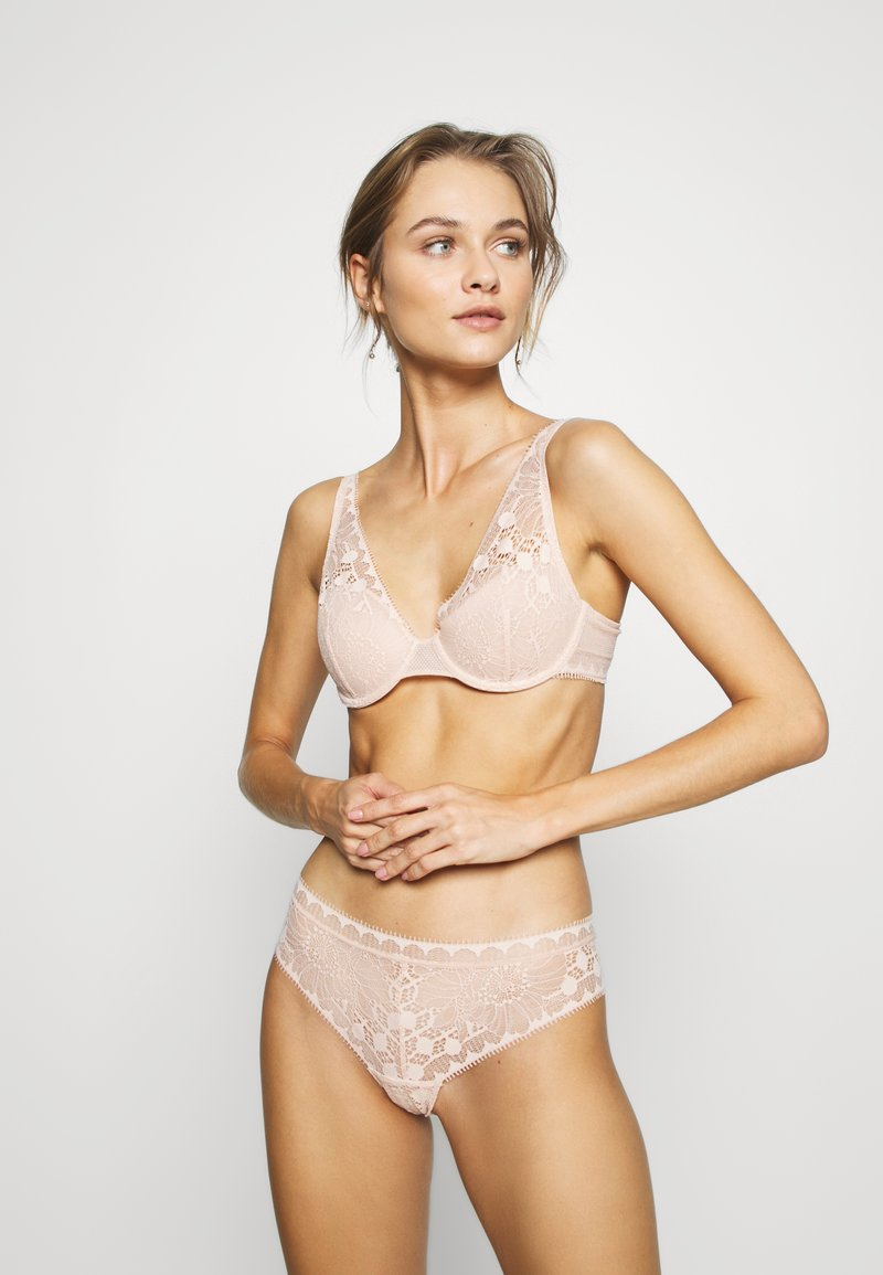 Chantelle - DAY TO NIGHT - Thong - beige doré