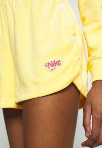 Nike Sportswear - RETRO FEMME - Shorts - topaz gold - 4