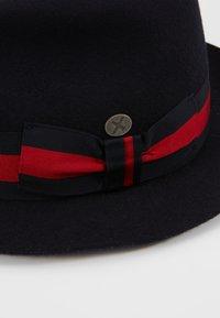 Menil - PADUA - Hat - ribbon navy/red - 5