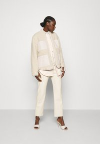 Carin Wester - CACAO - Button-down blouse - beige - 1