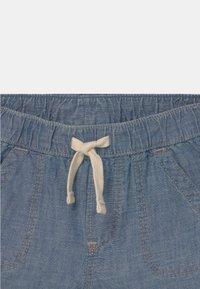 GAP - CHAM - Denim shorts - blue chambray - 2