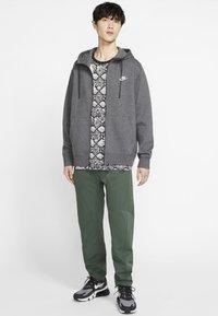 Nike Sportswear - CLUB HOODIE - Sweat à capuche zippé - charcoal heather/anthracite/white - 1