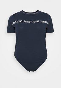 Tommy Jeans Curve - TAPE BODY SHORTSLEEVE - Triko spotiskem - twilight navy - 0