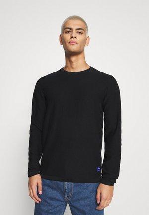 JWHCALLA CREW NECK - Stickad tröja - black