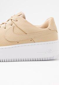 Nike Sportswear - AF1 SAGE LOW - Trainers - desert ore/white - 2