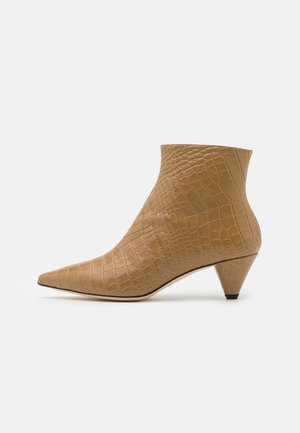 Classic ankle boots - beach