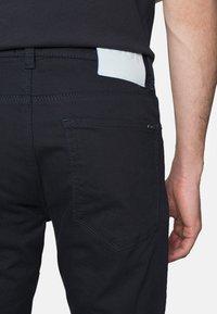 HUGO - Slim fit jeans - navy - 4