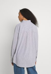 BDG Urban Outfitters - TULLY OVERSIZED STRIPED  - Button-down blouse - grey - 2