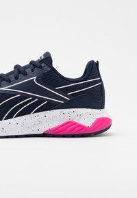 Reebok - LIQUIFECT 180 2.0 - Zapatillas de running neutras - vector navy/glass pink/pink - 5