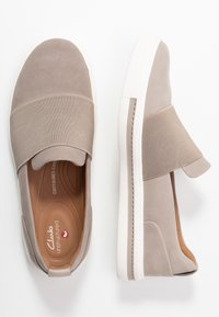 Clarks Unstructured - MAUI STEP - Slip-ons - stone - 3