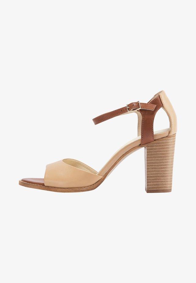 Sandalen - brown beige