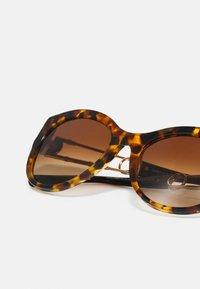 Versace - Solglasögon - havana - 4