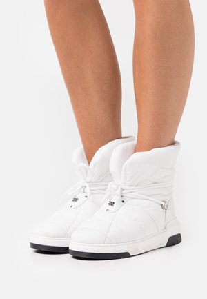 SPACE JAM CHALET - Lace-up ankle boots - bianco
