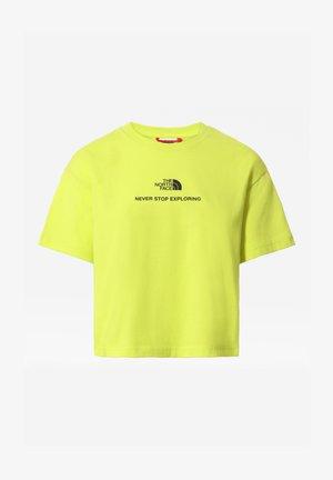 W LOGO CROPPED TEE - Print T-shirt - sulphurspringgn/tnfblack
