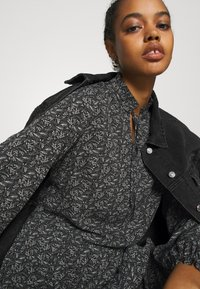 ONLY - ONLASSIA DRESS - Robe d'été - black - 3
