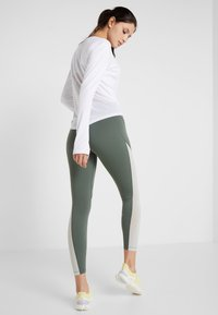 Nike Performance - EPIC LUX  - Leggings - juniper fog/pistachio frost/reflective silver - 2