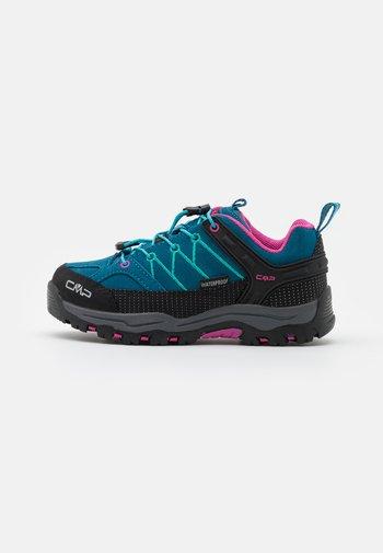 KIDS RIGEL LOW TREKKING SHOES WP - Hiking shoes - deep lake/baltic