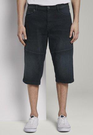 MORRIS OVERKNEE - Jeans Short / cowboy shorts - black stone wash denim