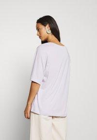 Weekday - ISOTTA - Camiseta básica - light purple - 2