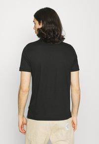 Calvin Klein - LIQUID TOUCH SLIM FIT - Pikeepaita - black - 2