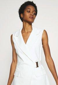 Topshop - SLEEVELESS BELTED DRESS - Sukienka letnia - ivory - 4