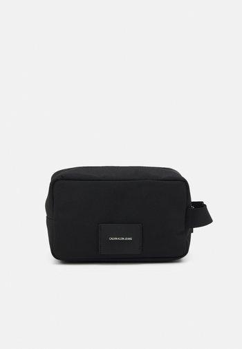 SPORT ESSENTIAL WASHBAG - Wash bag - black