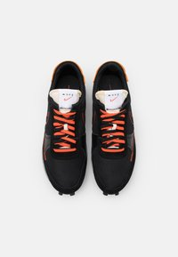 Nike Sportswear - DBREAK TYPE SE GEL UNISEX - Matalavartiset tennarit - black/team orange - 3