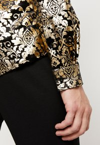 Twisted Tailor - JAYRED  - Camicia - gold - 4