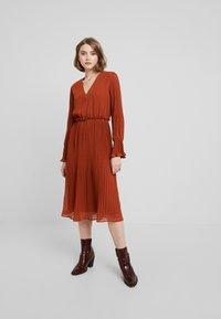 YAS - YASJOLANA DRESS - Robe d'été - caramel café - 0