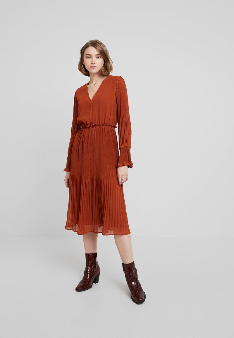 YAS - YASJOLANA DRESS - Robe d'été - caramel café