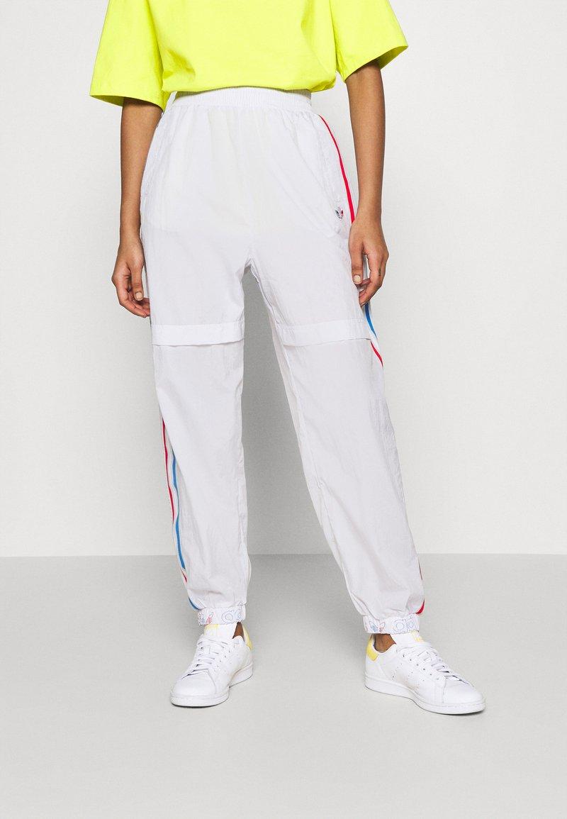 adidas Originals - JAPONA ADICOLOR RELAXED TRACK PANTS - Tracksuit bottoms - dash grey