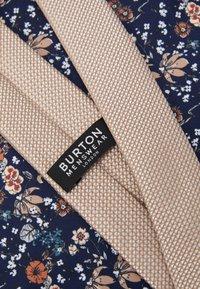 Burton Menswear London - CHAMPAGNE FLORAL SET - Pocket square - neutral - 5