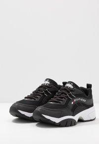 Tommy Jeans - HERITAGE RUNNER - Sneakers basse - black - 2