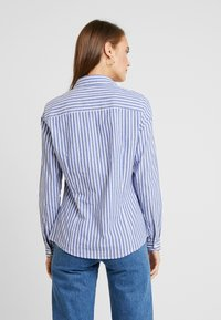 Springfield - CAMISA SLIM FIT - Button-down blouse - blues - 2