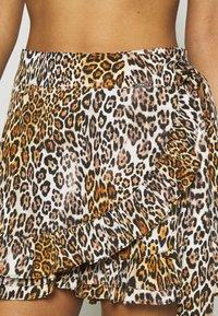 Guess - SHORT PANT - Accessoire de plage - brown - 4