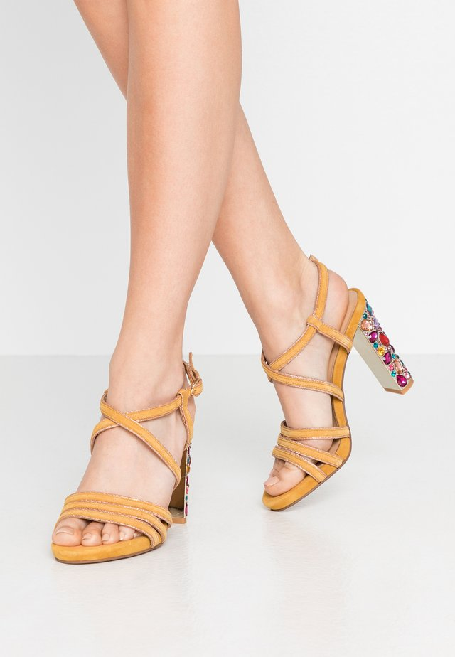 High heeled sandals - moustard