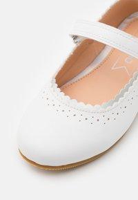 Friboo - Ballerina's met enkelbandjes - white - 5