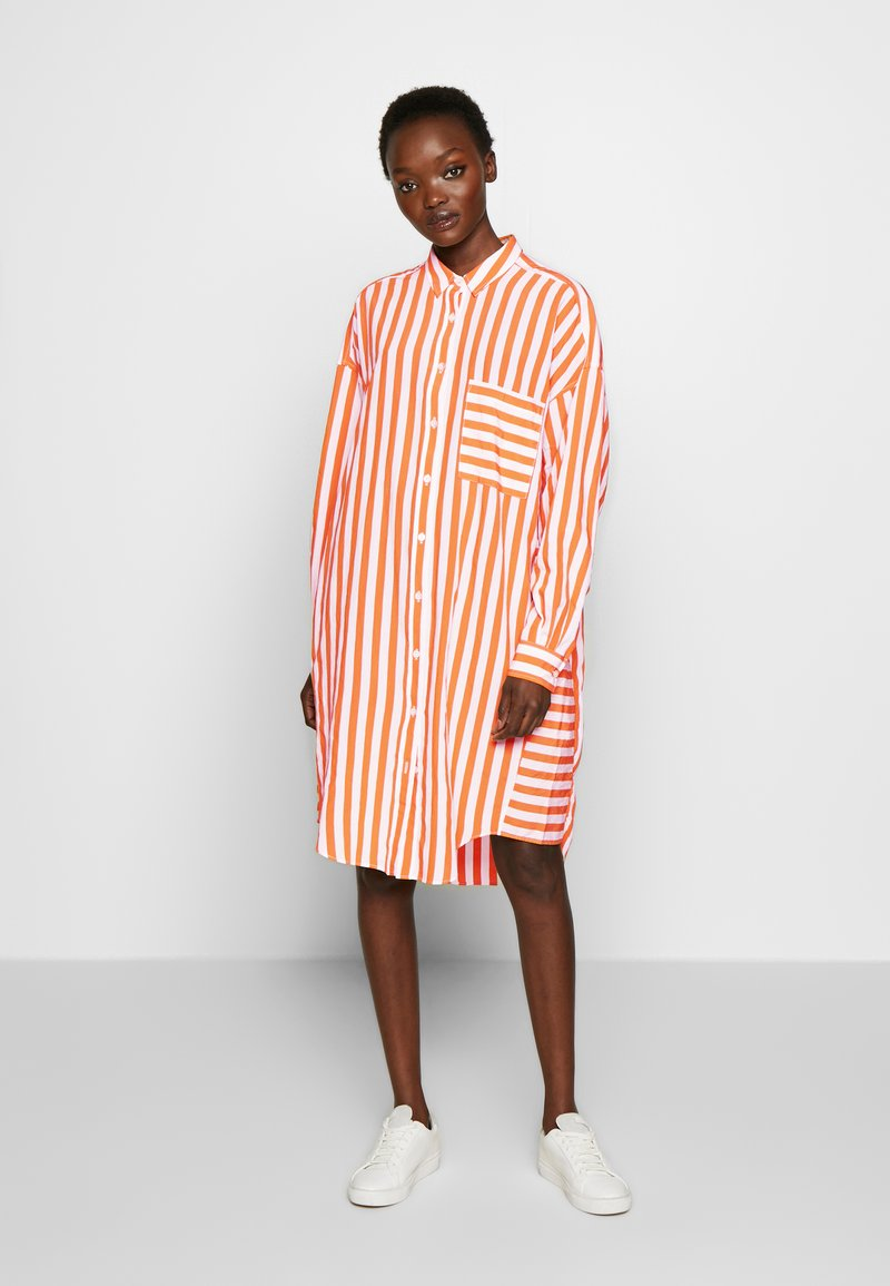 CLOSED - Skjortekjole - mango