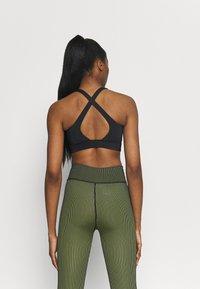 Casall - CROSSBACK  - Medium support sports bra - black - 2