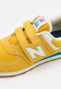 New Balance - PV574HB2 UNISEX - Trainers - yellow - 5