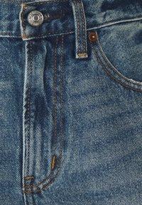 Abercrombie & Fitch - CURVE LOVE MID RISE BOYFRIEND - Denim shorts - medium - 2