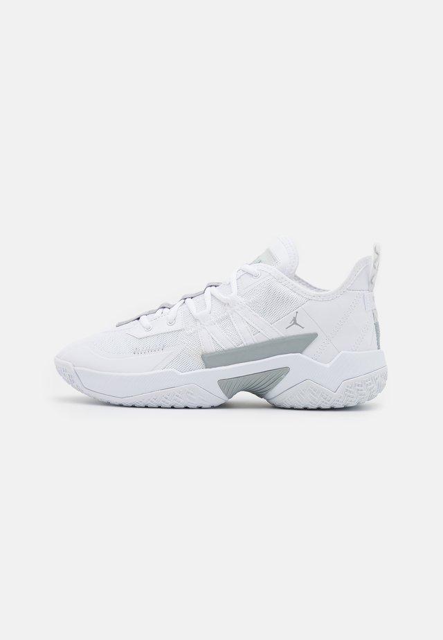 ONE TAKE II - Basketbalschoenen - white/wolf grey/metallic silver