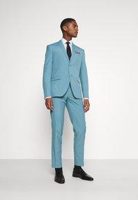 Isaac Dewhirst - PLAIN SUIT SET - Suit - turquoise - 1