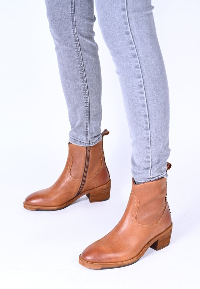 SALLY - Classic ankle boots - cognac