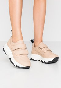 NAE Vegan Shoes - COLINE - Matalavartiset tennarit - nude - 0