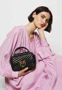Pinko - LOVE MINI SQUARE QUILT - Handbag - black - 1